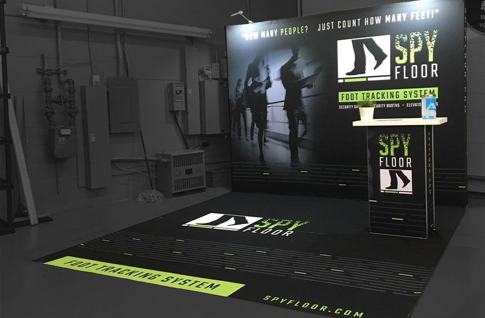 Kiosque d'exposition pour Spy floor, graphiste et branding