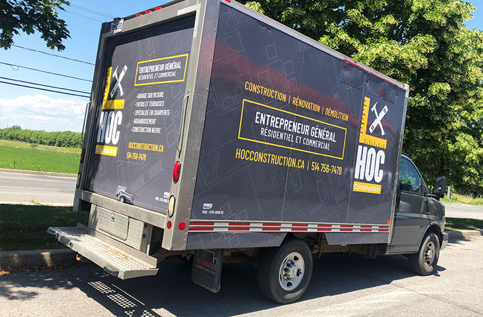 Wrap automobile pour HOC construction, conception graphique, impression grand format et installation