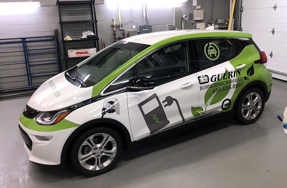 Wrap automobile, impression grand format, préparation et installation à notre bureau