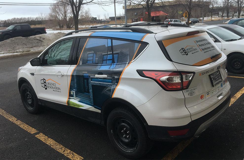 Wrap automobile pour Urgence rénovation, graphisme, impression grand format et installation à notre bureau