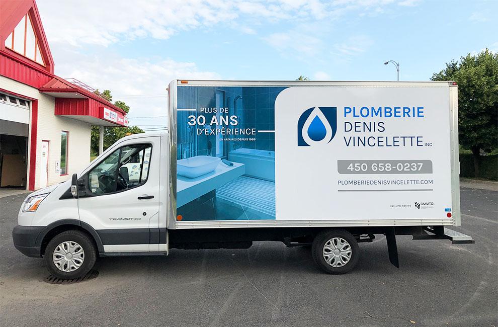 Wrap automobile pour Plomberie Denis Vincelette, Branding et graphisme du visuel, impression et installation